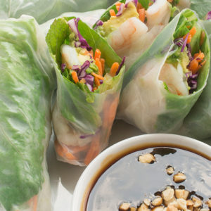 Vietnamese-Spring-Rolls-with-shrimp-and-avocado-an-easy-recipe-tutorial